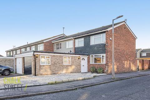 3 bedroom end of terrace house for sale - Grosvenor Drive, Hornchurch, RM11