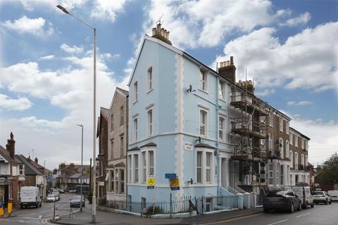 1 bedroom flat - Wrotham Road, Broadstairs