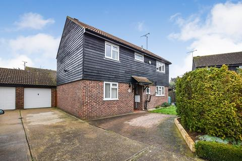 4 bedroom detached house for sale - Lawling Avenue, Heybridge, Maldon, CM9