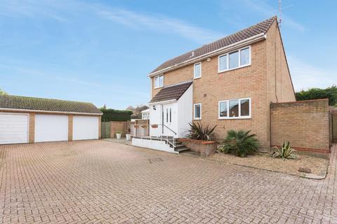 4 bedroom detached house for sale - Alkham Close, Margate
