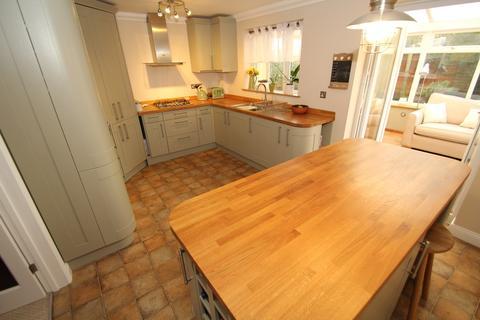 3 bedroom semi-detached house for sale - Soames Close, Stowmarket, IP14