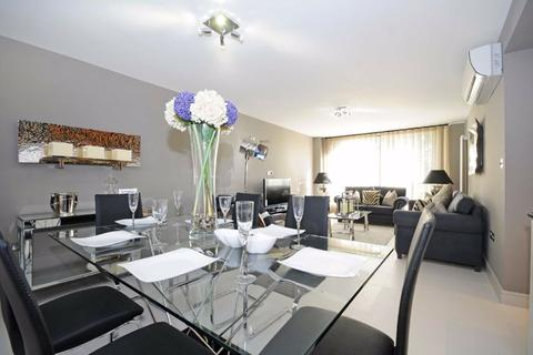 3 bedroom flat to rent - Boydell Court, London, NW8
