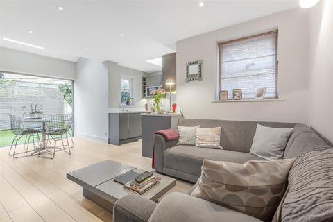 2 bedroom flat for sale - Eastbury Grove, Chiswick, London