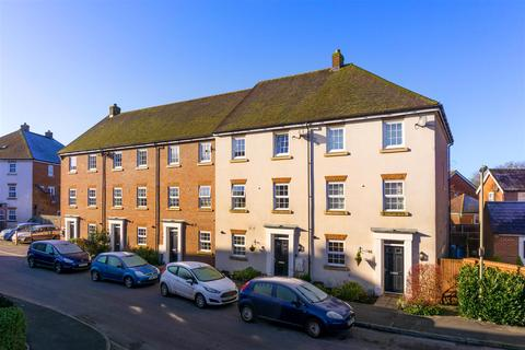 5 bedroom townhouse for sale - Meadow Way, Horley