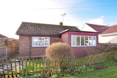 2 bedroom detached bungalow for sale - Essex Avenue, Herne Bay