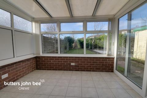 4 bedroom semi-detached house for sale - Beaumont Close, Crewe