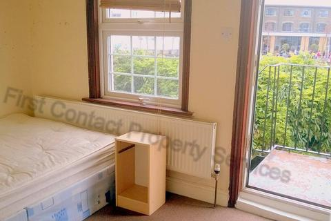 3 bedroom flat to rent - Bisson Road, Stratford, E15