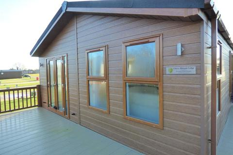 2 bedroom detached house for sale - Cherry Blossom Lodge, High Farm , Routh, HU17 9SL