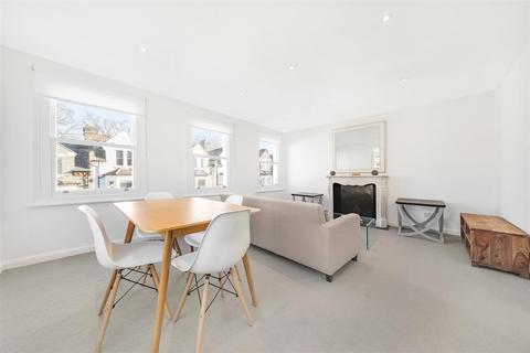 1 bedroom flat - Leathwaite Road, SW11