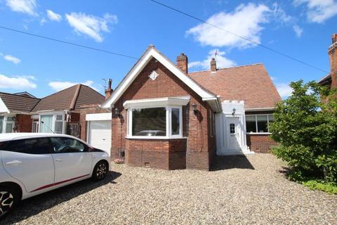 4 bedroom bungalow to rent - Castle Road, Cottingham