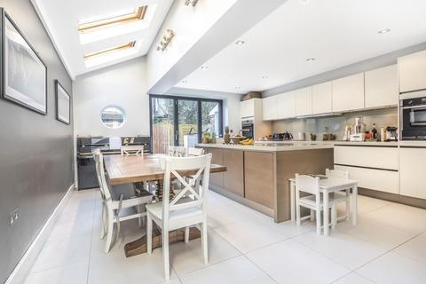 4 bedroom terraced house for sale - Broomwood Road, Battersea