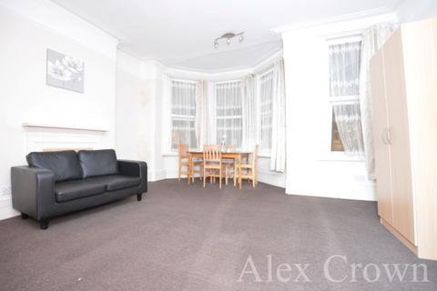 3 bedroom flat to rent - Arcadian Gardens, Wood Green