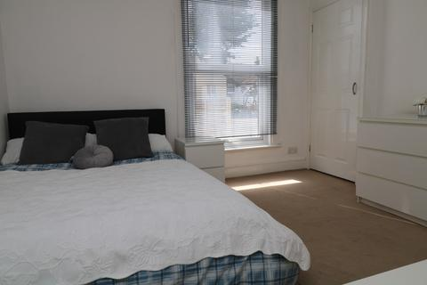4 bedroom house share to rent - Kingsley Road