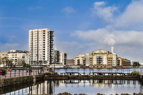 2 bedroom flat for sale - Adventurers Quay, Cardiff Bay