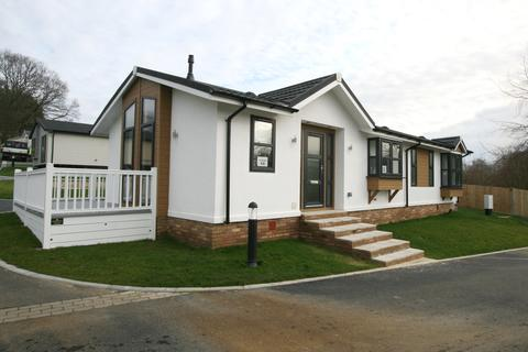 2 bedroom mobile home for sale - Spill Land Country Park, Benenden road, Biddenden TN27