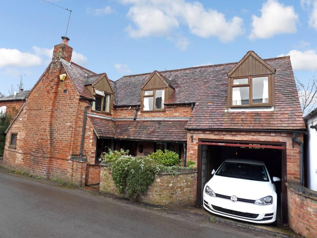 3 Bedrooms Detached House for sale in The Green, Snitterfield