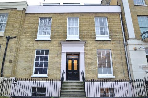 3 bedroom flat for sale - St Marys