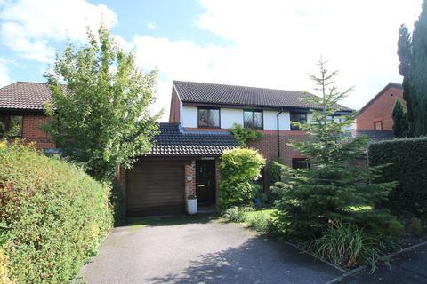 3 bedroom semi-detached house to rent - Kestrel Close, Badger Farm, Winchester SO22 4QF