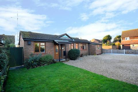 3 bedroom detached bungalow for sale - Drake Avenue, Mayland, Chelmsford, Essex, CM3