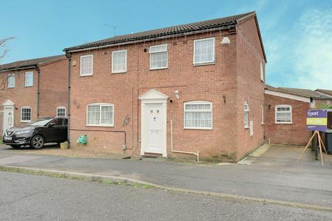 3 bedroom semi-detached house for sale - Chelsworth Close, Luton
