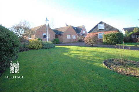 2 bedroom detached bungalow for sale - Coggeshall Road, Earls Colne, Essex