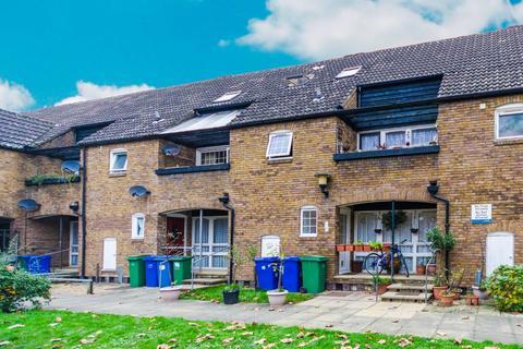 3 bedroom apartment to rent - Mahogany Close, Surrey Quays
