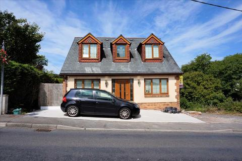 3 bedroom detached bungalow for sale - Bethania Road, UPPER TUMBLE, Llanelli