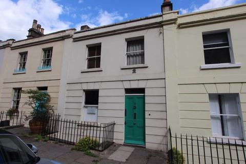 3 bedroom terraced house for sale - Lower Camden Place