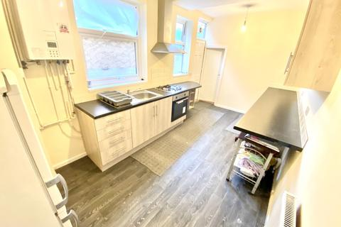 3 bedroom terraced house to rent - Freeman Road North, Off Uppingham Road, Leicester, LE5 4NA