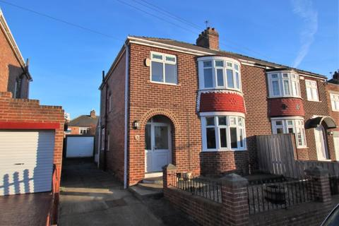 3 bedroom property to rent - Coniston Road, Grangefield, TS18 4PX