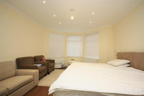 1 bedroom in a house share to rent - East Acton Lane, East Acton, London, W3 7EG