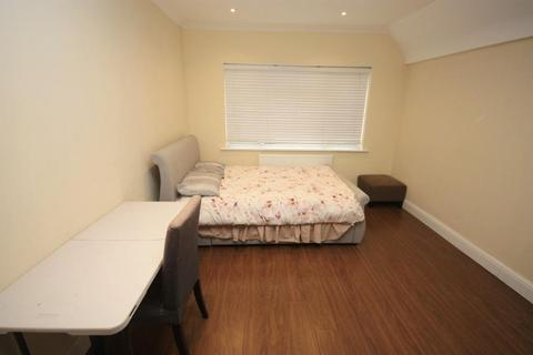 1 bedroom in a house share to rent - East Acton Lane, East Acton, London, Greater London, W3 7EG