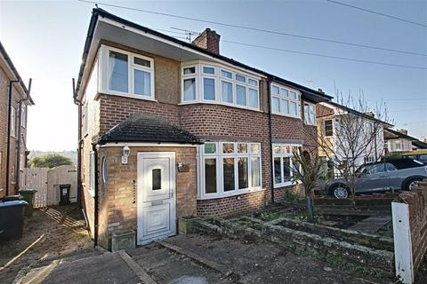 3 bedroom semi-detached house for sale - Meadow Road, Berkhamsted