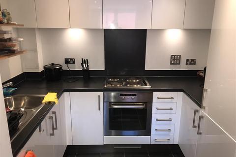 2 bedroom flat for sale - Battersea Park Road, SW8