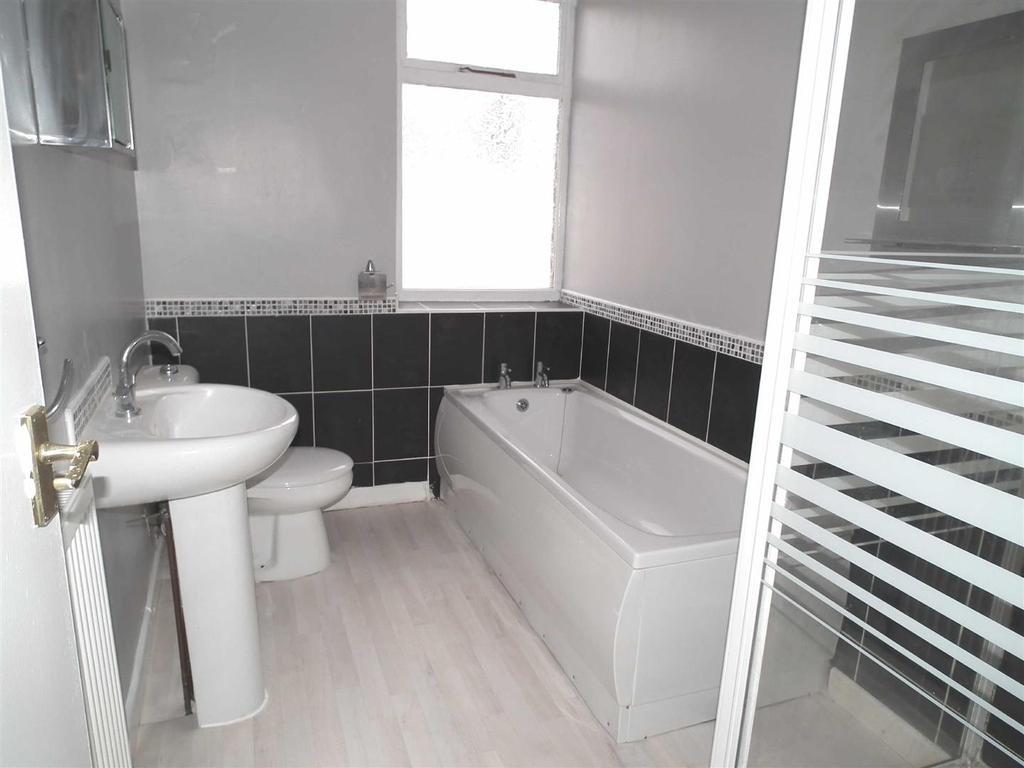 Stockbridge Road, Padiham 2 bed terraced house - £340 pcm ...