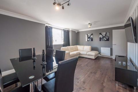 2 bedroom flat to rent - CAIYSTANE GARDENS, FAIRMILEHEAD, EH10 6TB
