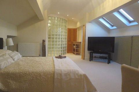 Studio to rent - Kings Court, Stone, Staffordshire