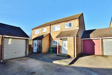 3 bedroom semi-detached house for sale - Northborough Road, Slough, Berkshire