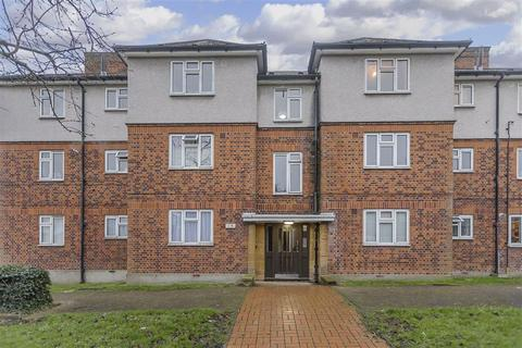 3 bedroom flat for sale - The Roses, Woodford Green