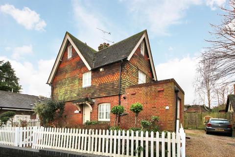 2 bedroom semi-detached house for sale - London Road, Westerham