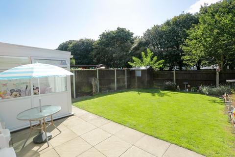 4 bedroom semi-detached house for sale - Chestnut Drive, Broadstairs
