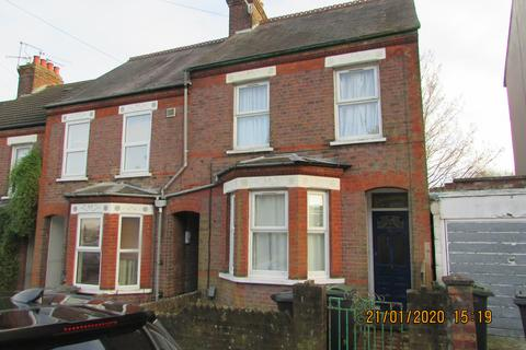 4 bedroom semi-detached house - Hillborough Road, Luton, Bedfordshire, LU1