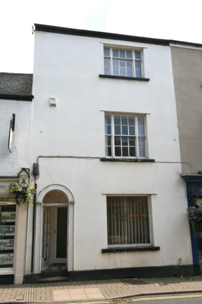 Terraced House for sale in Bridge Street. Usk