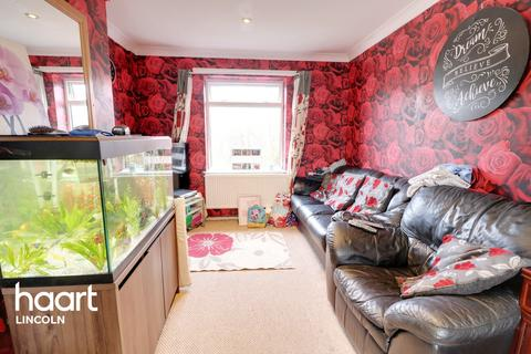 2 bedroom semi-detached house for sale - Queen Mary Road, Lincoln