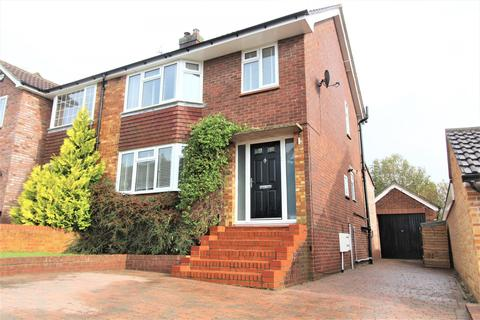 3 bedroom semi-detached house for sale - Laburnum Close, Marlow