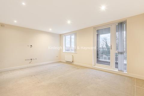 3 bedroom flat to rent - Bowes Road London N11