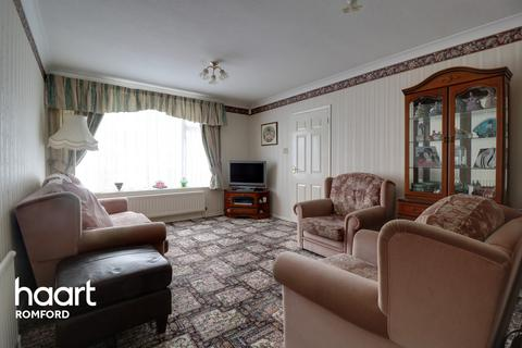 3 bedroom terraced house for sale - Great Cullings, Romford