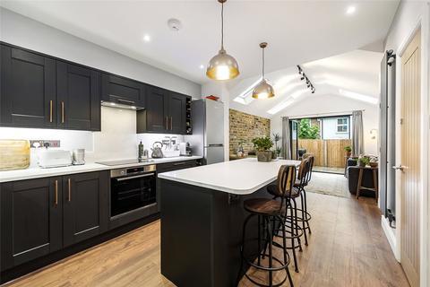 3 bedroom terraced house for sale - Derinton Road, London, SW17