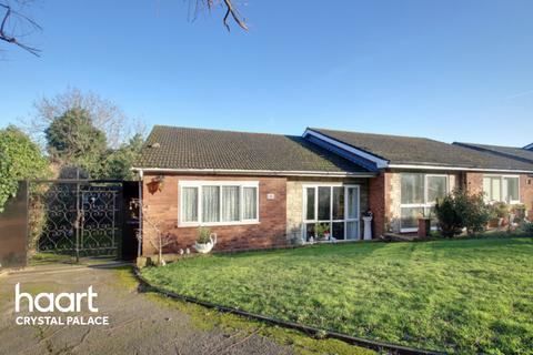 3 bedroom bungalow for sale - Grecian Crescent, London