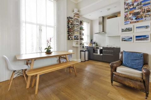 2 bedroom apartment to rent - Earls Court, London